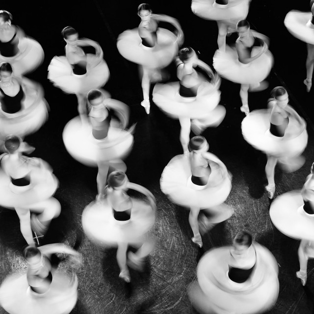 Почётное упоминание в категории «Файн-арт» среди профессионалов, 2019. «Дух танца». Автор Марк Сантос