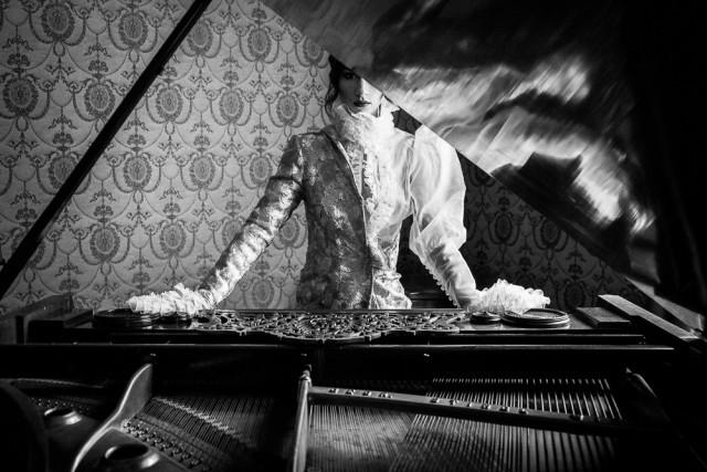 1-е место в категории «Мода и красота» среди профессионалов, Monochrome Awards 2018. «Марта». Фотограф Альберт Сёдгард