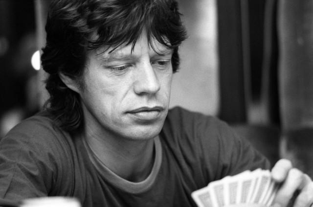 Мик Джаггер Rolling Stones. Момент между вступлениями в европейском туре группы в 1982 году. Фотограф Дэнис О'Риган