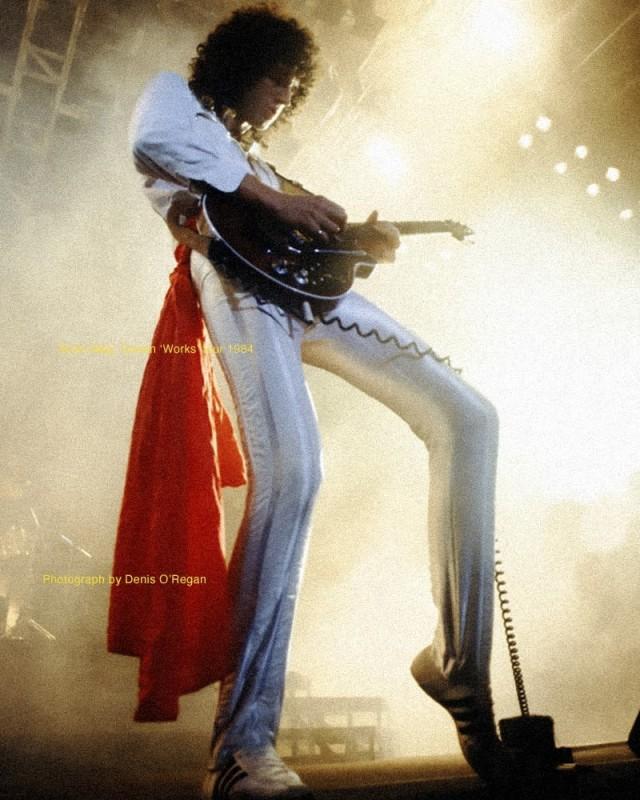 Автор многих хитов Queen – Брайан Мэй во время гитарного соло в туре Queen, 1984 год. Фотограф Дэнис О'Риган