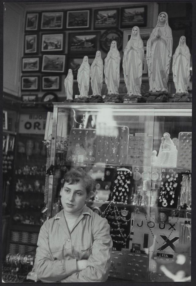 Лурд, главное место христианского паломничества, Верхние Пиренеи, Франция, 1958. Фотограф Анри Картье-Брессон