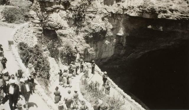 Вход в пещеру. Национальный парк Карлсбадские пещеры, штат Нью-Мексико