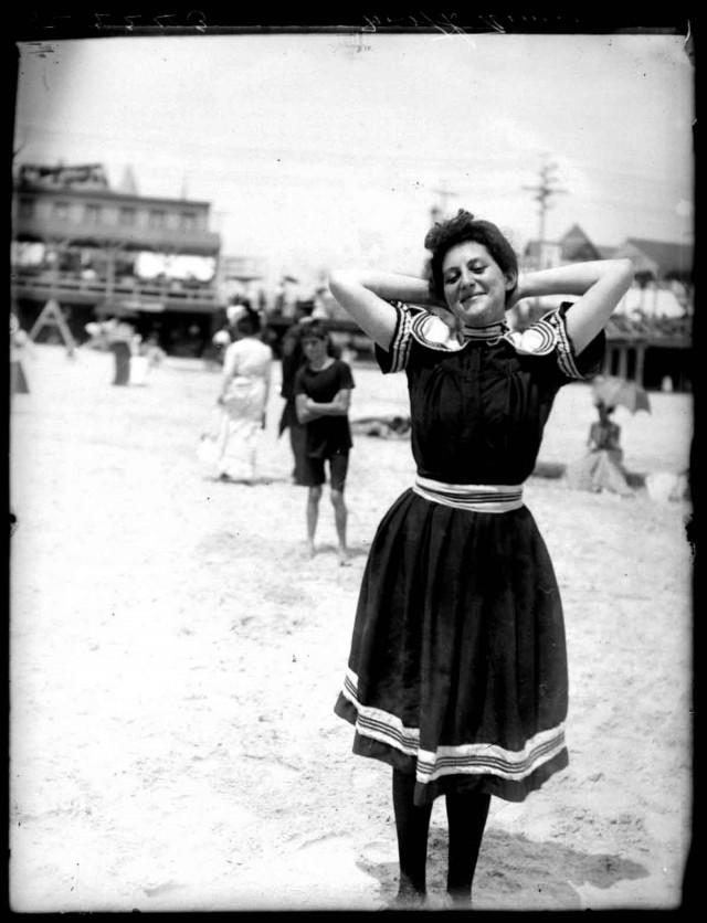 На пляже в Атлантик-Сити, ок. 1905. Фотограф Уильям Вандер Вейде