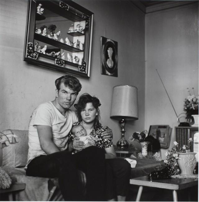Пара с младенцем. Чикаго, 1965. Фотограф Дэнни Лайон