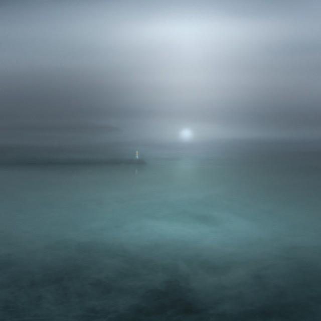 «Маяк в лунном свете». Бриксхэм, Девон. Фотограф Нил Бернелл