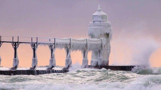 Маяк Святого Иосифа на озере Мичиган. Фотограф Джошуа Новицки