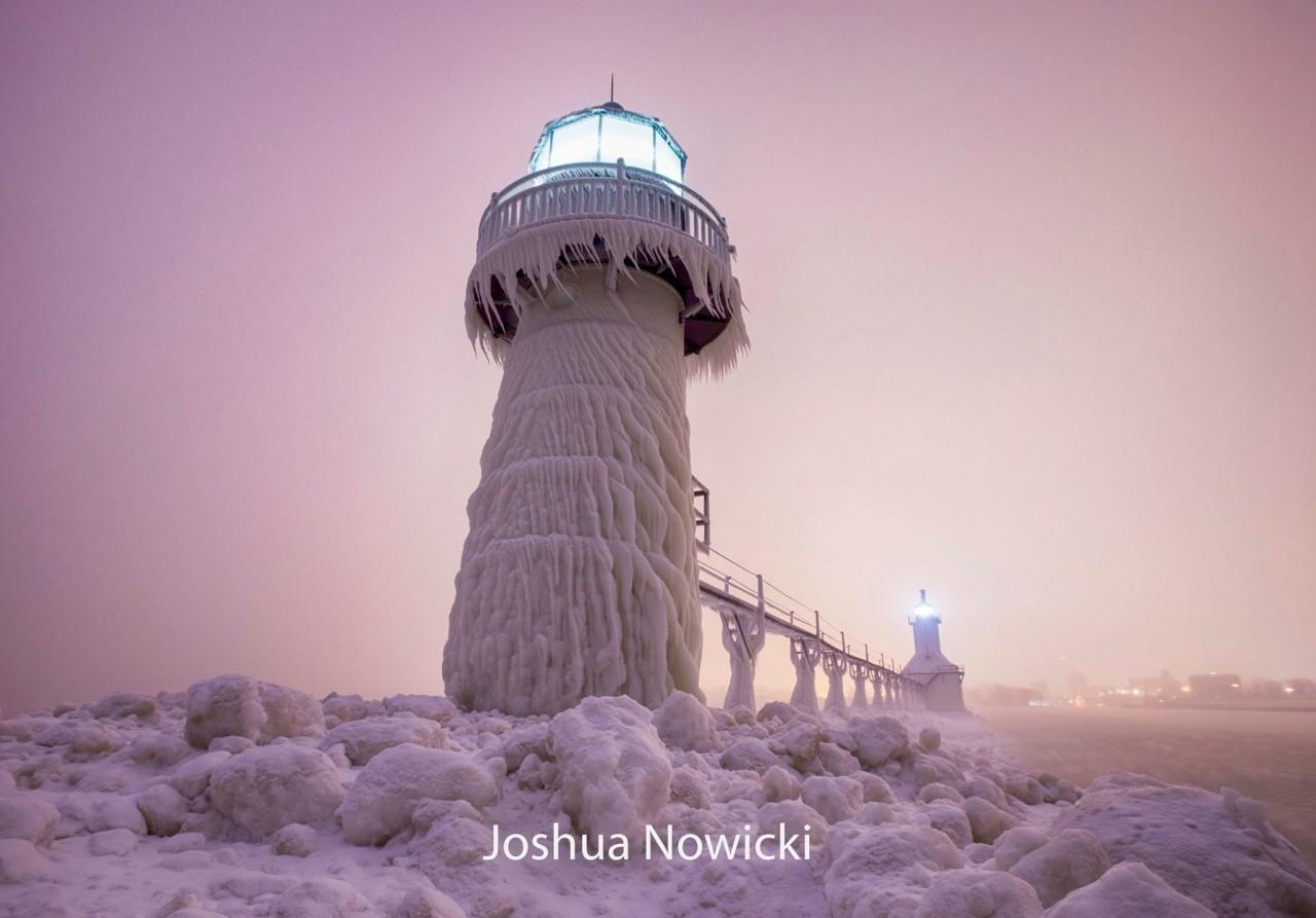 Ранним утром 31 декабря 2017 года в Сент-Джозеф, штат Мичиган. Фотограф Джошуа Новицки