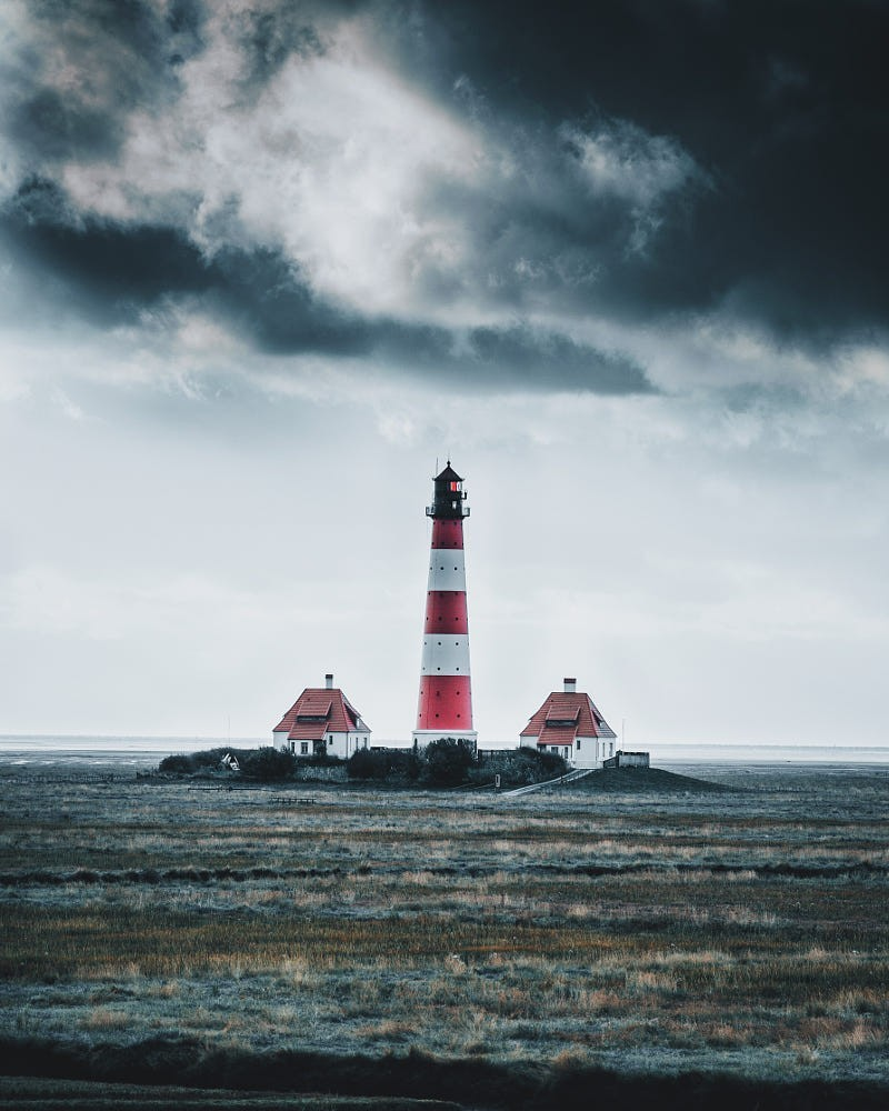 Гроза над маяком, Германия. Фотограф Йоханнес Хульш