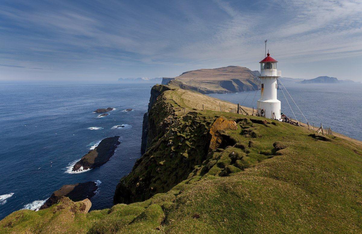 Маяк на острове Мичинес, Фарерские острова. Фотограф Алекс Дарксайд