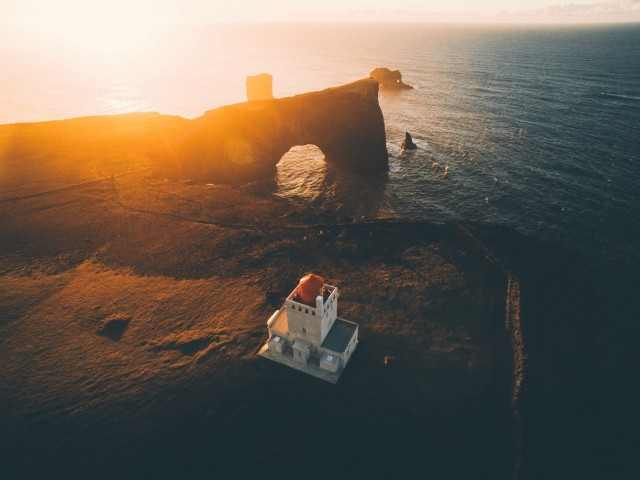 Рассвет над маяком. Фотограф Даниэль Кассон