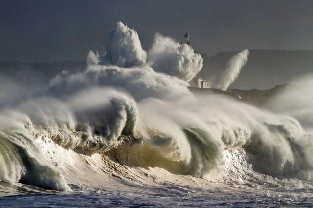 Шторм на атлантическом побережье. Эль-Сардинеро, Испания. Фотограф Окар Мартинес