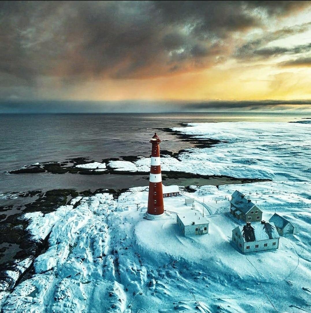 Слеттнес – самый северный материковый маяк в Европе. Норвегия. Фотограф Килиан Шёнбергер
