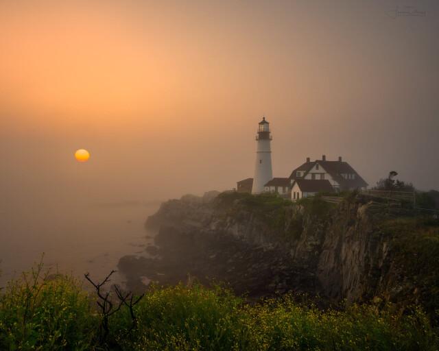 Маяк Портленд-Хед в утреннем тумане, штат Мэн. Фотограф Фрэнк Деларджи