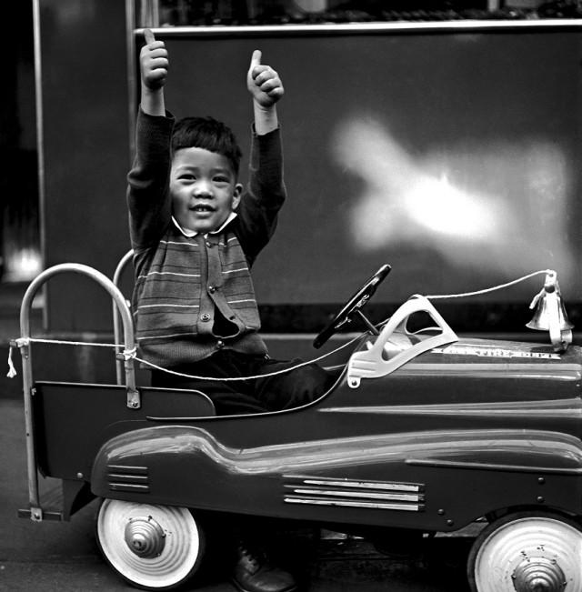 Пальцы вверх, Нью-Йорк, 1944. Фотограф Фред Стайн