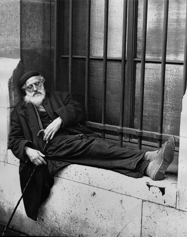 Старик с тростью, Париж, 1936. Фотограф Фред Стайн
