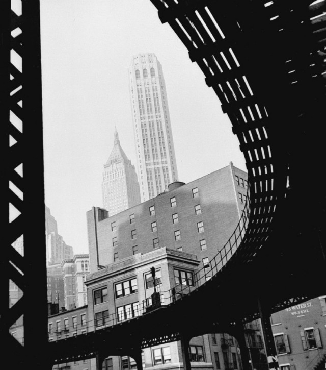 Эль на Уотер-стрит, Нью-Йорк, 1946. Фотограф Фред Стайн