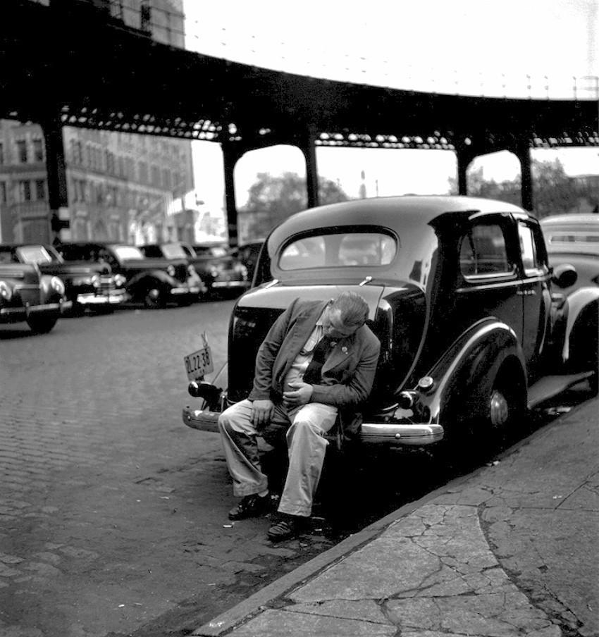 Человек на бампере, Нью-Йорк, 1949. Фотограф Фред Стайн