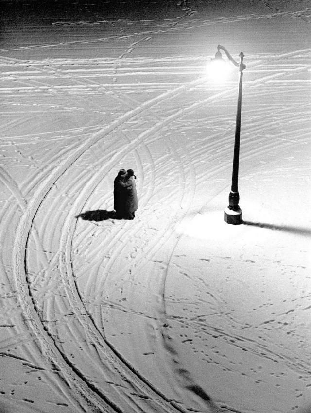 Объятия, Париж, 1934. Фотограф Фред Стайн