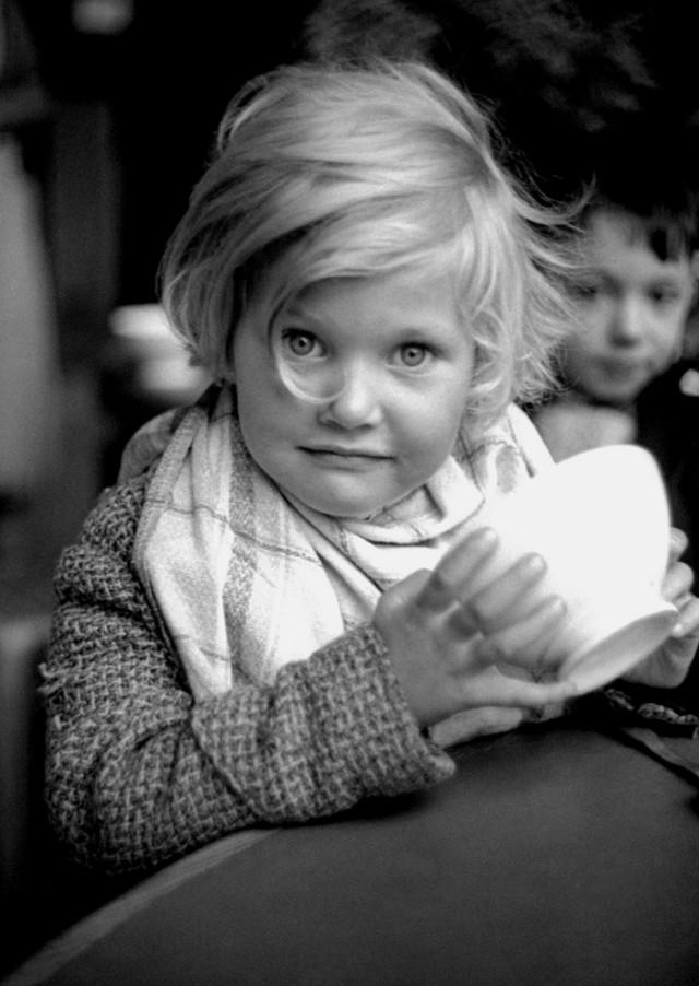 Беженка, Париж, 1938. Фотограф Фред Стайн