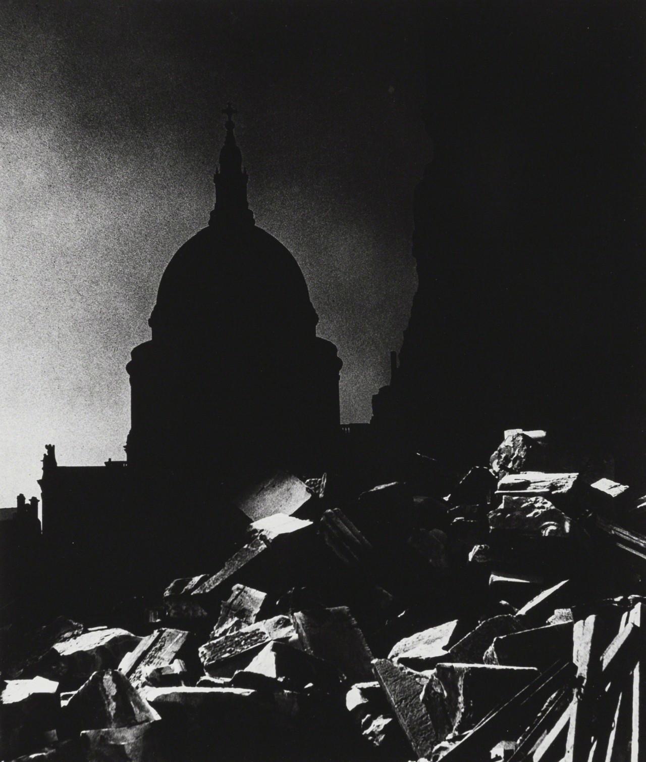 Собор Святого Павла в лунном свете, 1939. Фотограф Билл Брандт