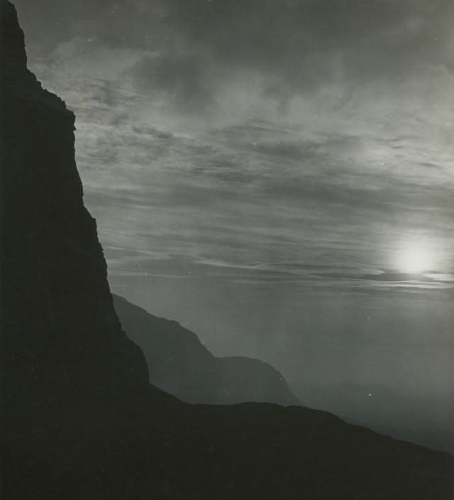 Закат над троном короля Артура, Эдинбург. Фотограф Билл Брандт