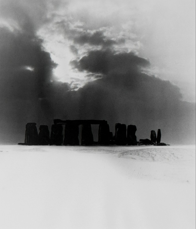 Стоунхендж под снегом, 1947. Фотограф Билл Брандт