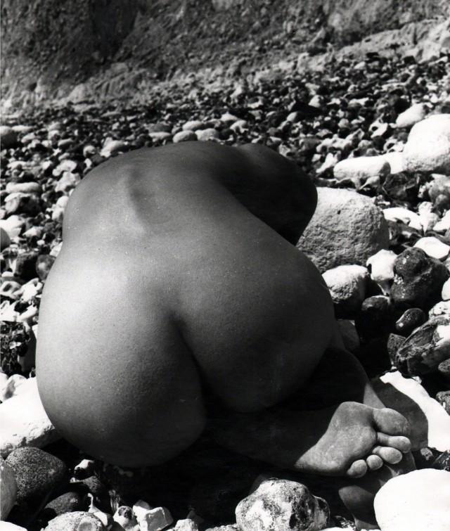 Обнаженная, побережье Восточного Сассекса, 1978. Фотограф Билл Брандт