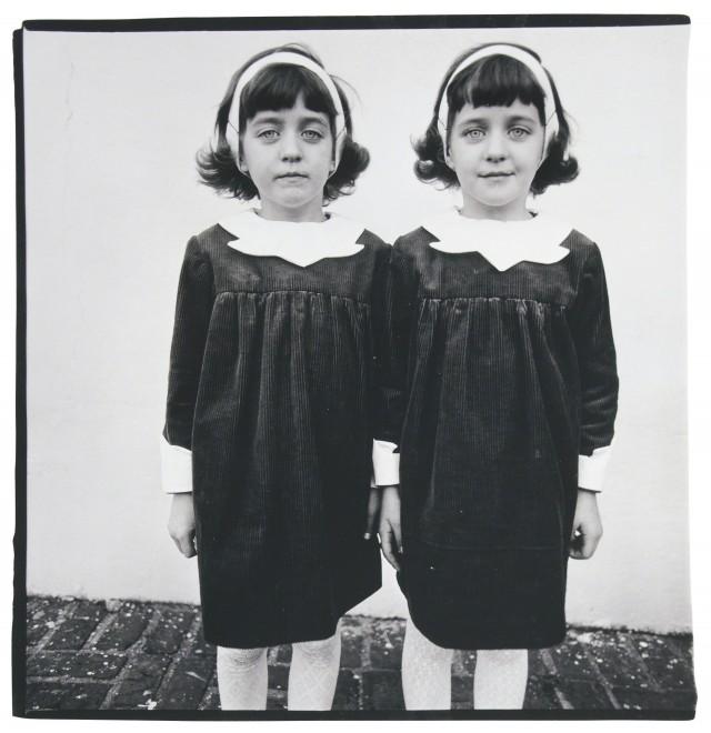 Однояйцевые близнецы, Розель, Нью-Джерси, 1966. Фотограф Диана Арбус