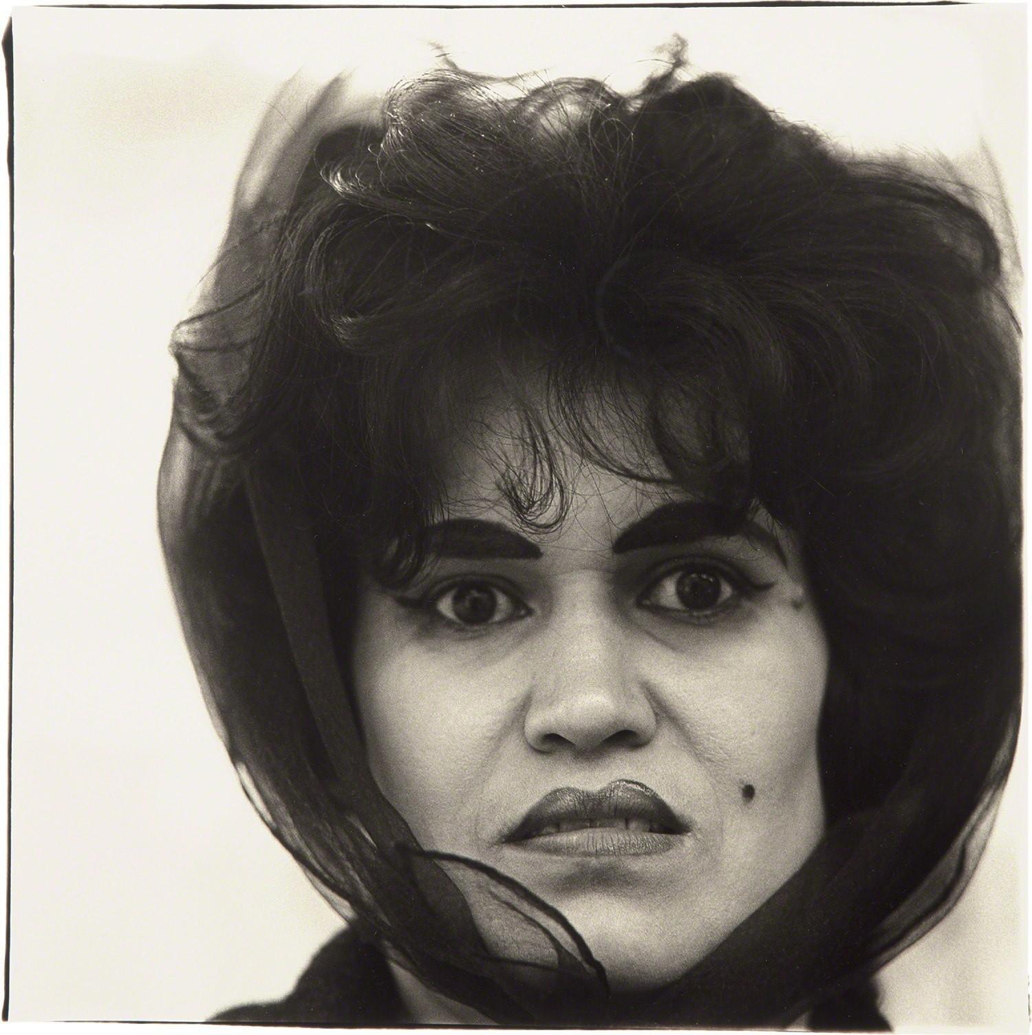 Пуэрториканка с отметкой красоты, Нью-Йорк, 1965. Фотограф Диана Арбус