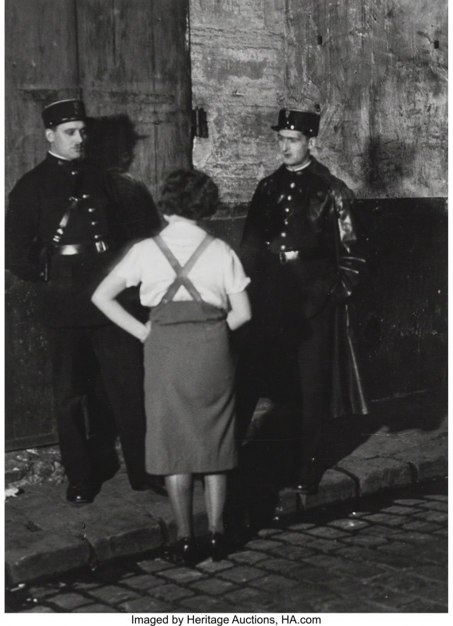 Агенты и проститутка, около 1932. Фотограф Брассаи