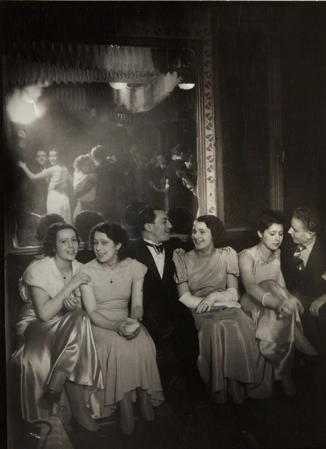 Вечер в Шартре, 1933-1934. Фотограф Брассаи