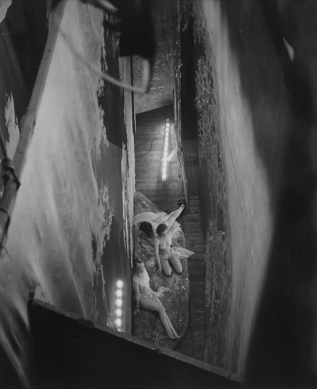 Вид на сцену Фоли-Бержер, 1932. Фотограф Брассаи