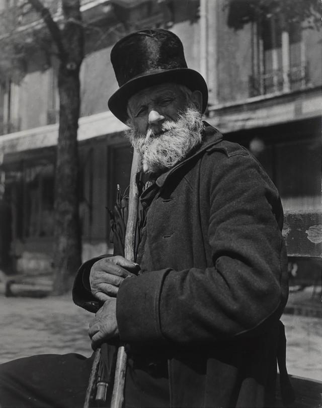 Глава парижских бродяг, бульвар Сен-Жак, 1934. Фотограф Брассаи