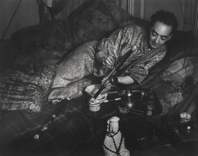 Мистер Б. в кимоно с золотой парчой, 1931. Фотограф Брассаи