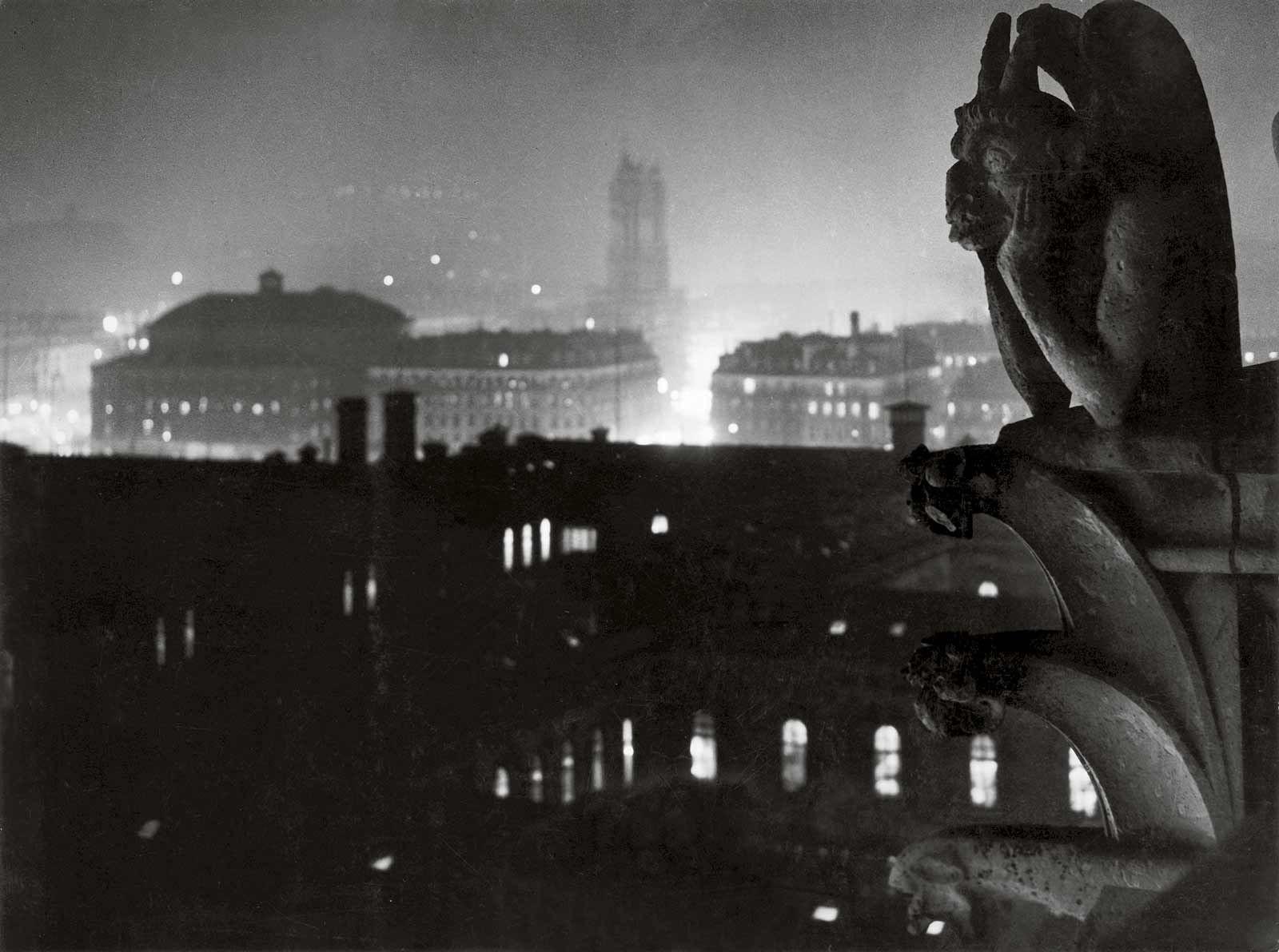 Вид на Париж из Нотр-Дама в сторону Отеля Дьё и Тур Сен-Жак, 1933. Фотограф Брассаи