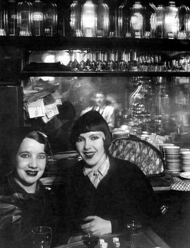 Две подруги на Монмартре, 1932. Фотограф Брассаи