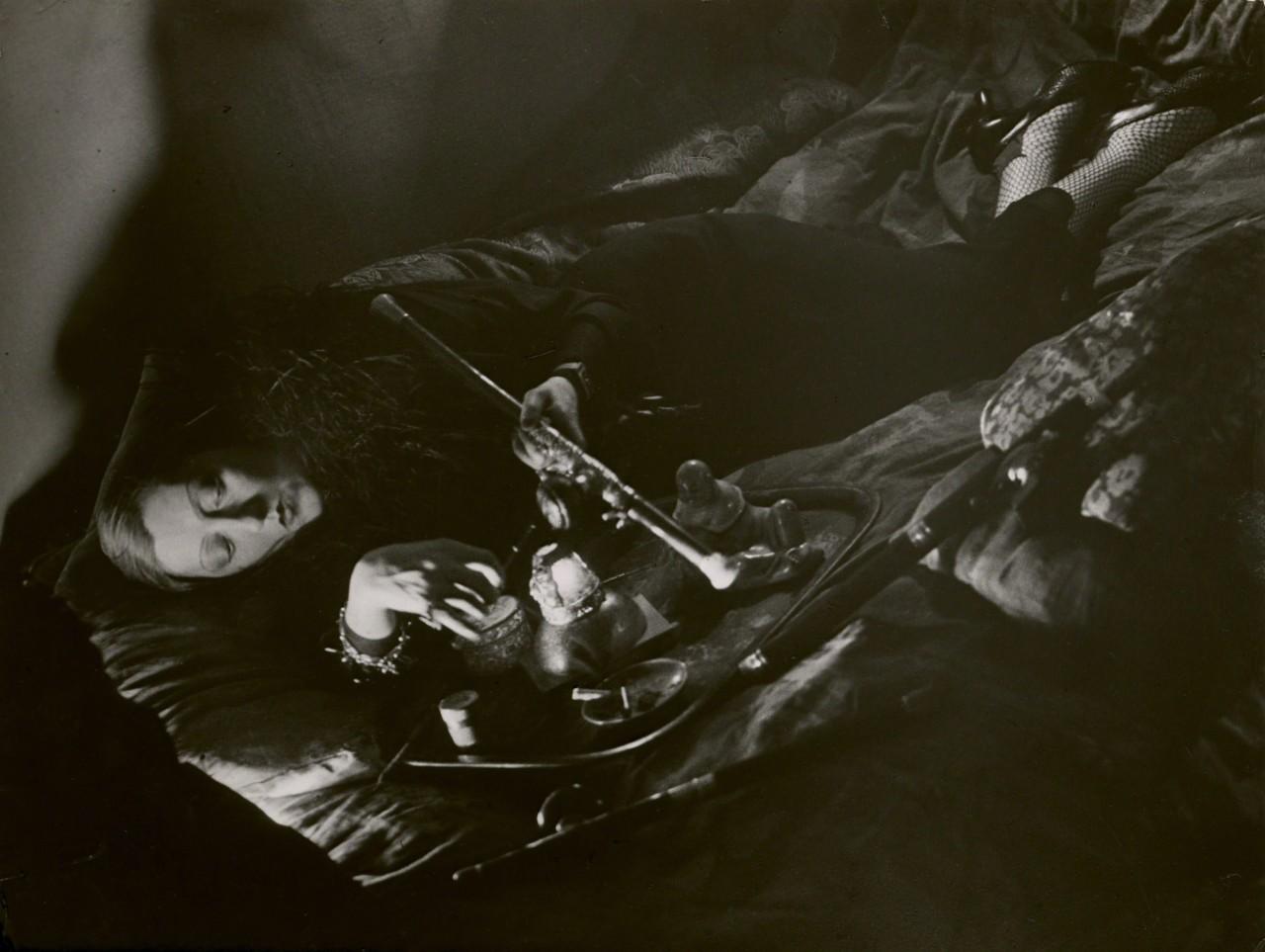 Опиоманка, 1931. Фотограф Брассаи