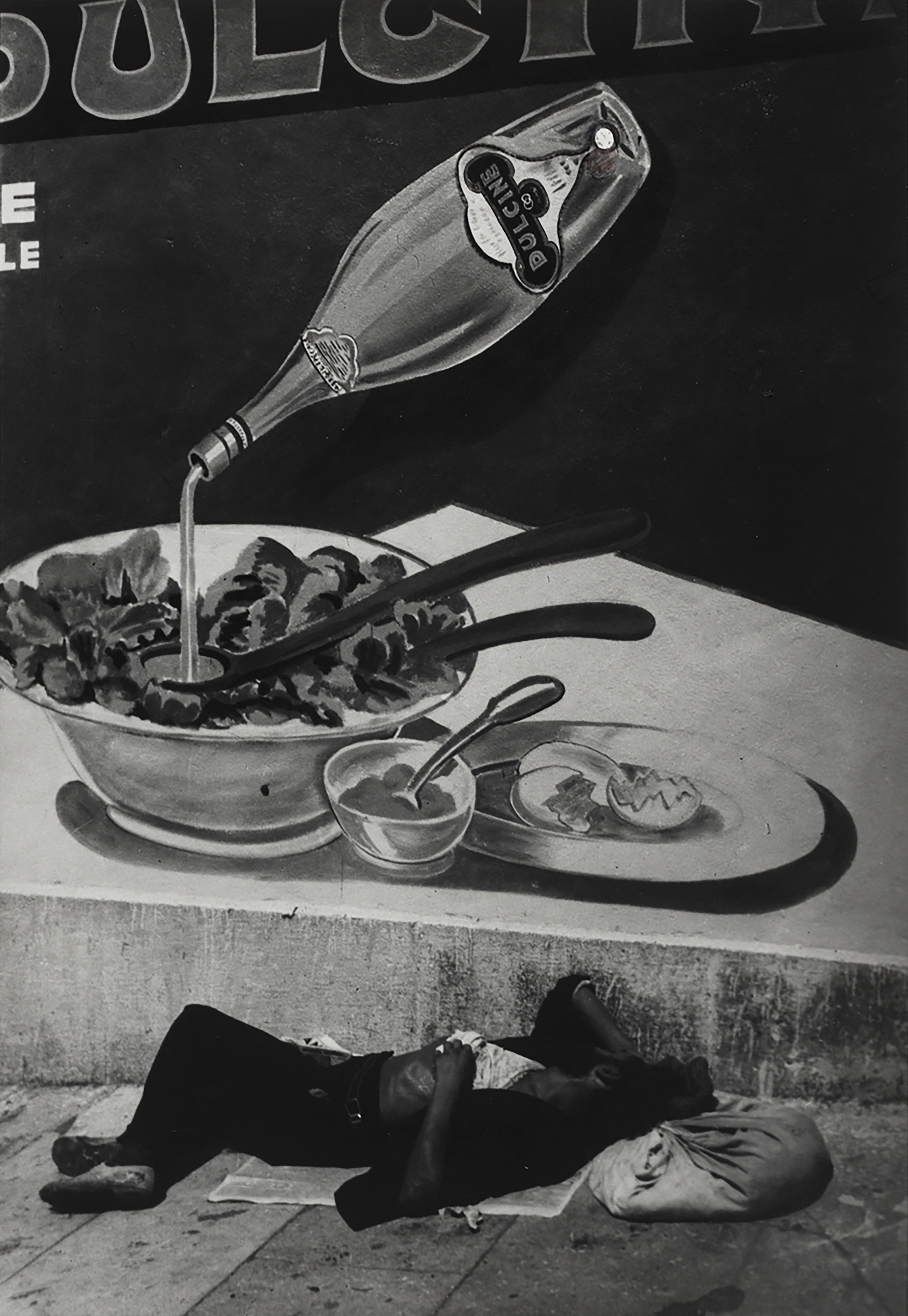 Спящий бродяга в Марселе, 1937. Фотограф Брассаи