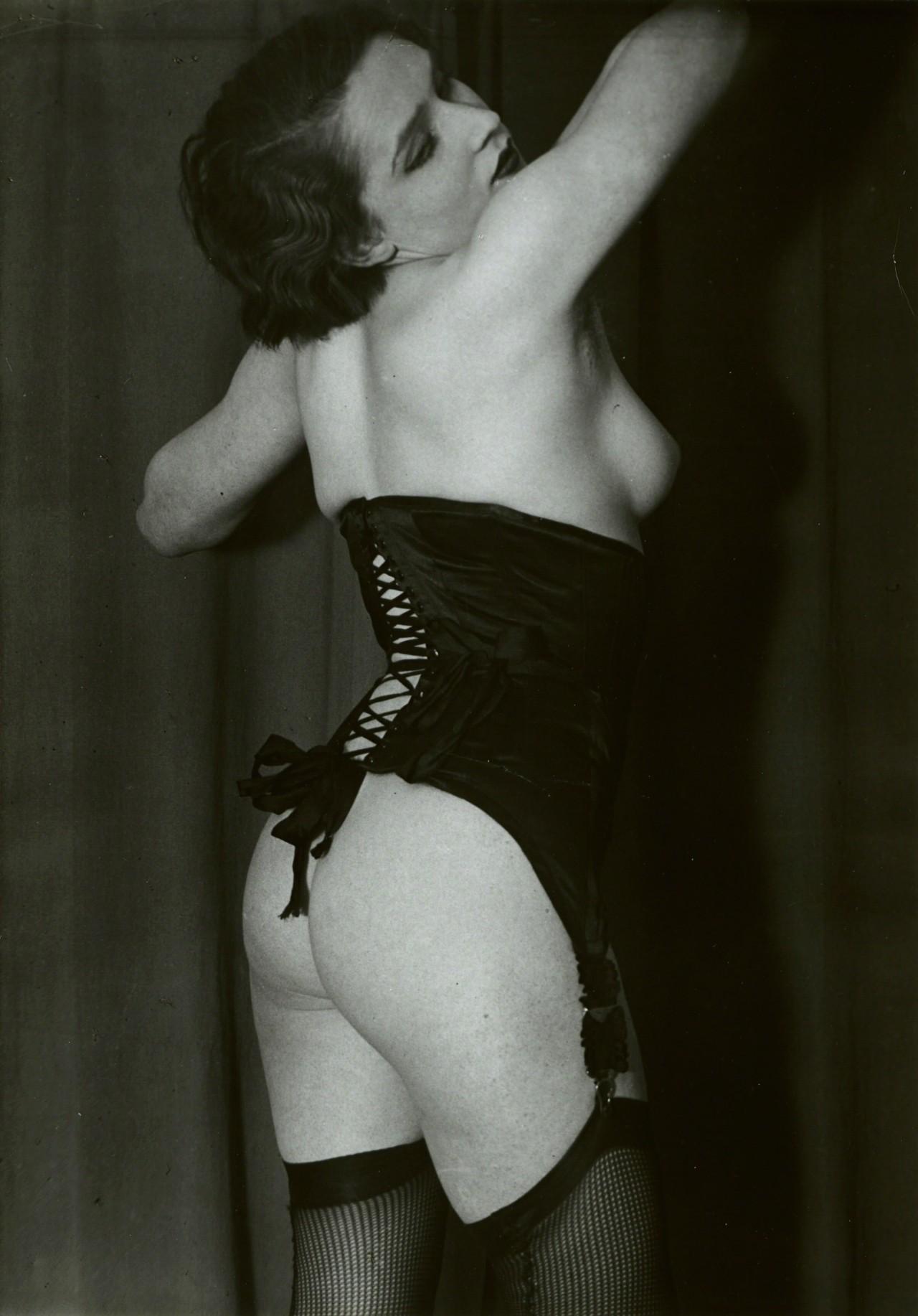 Чёрный корсет, 1932. Фотограф Брассаи