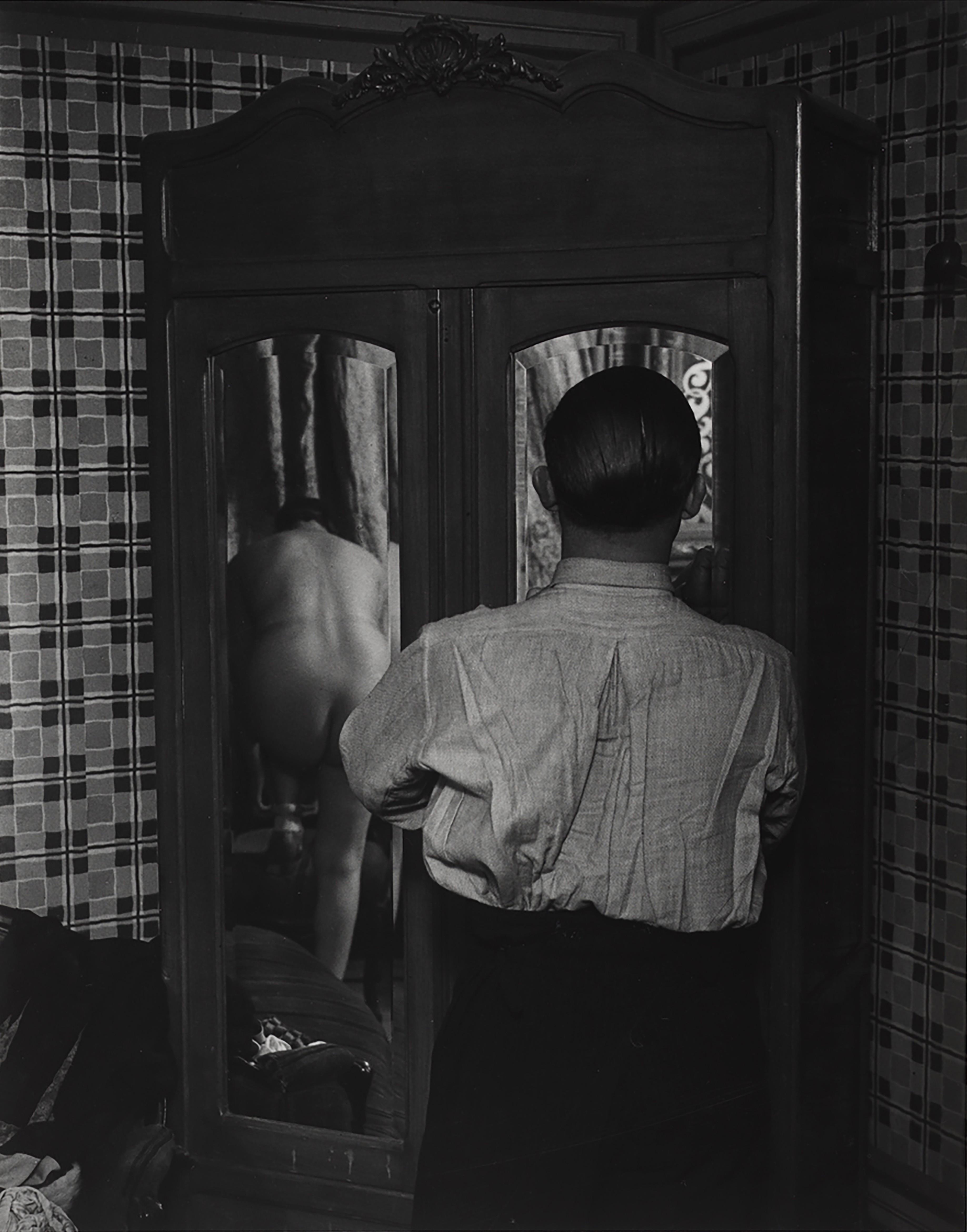 Зеркальный шкаф в борделе, 1932. Фотограф Брассаи
