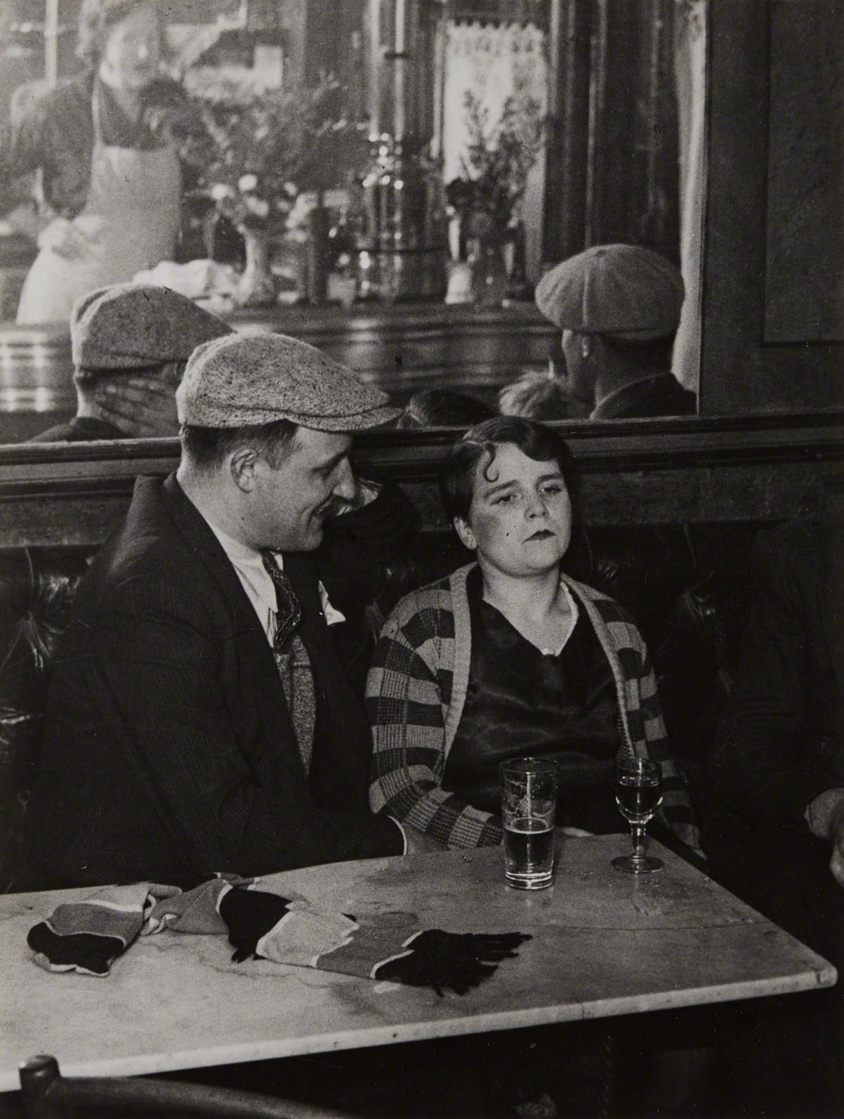 Пара в бистро, 1931. Фотограф Брассаи