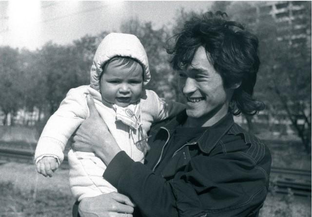Виктор Цой с сыном, 1986. Фотограф Наташа Васильева-Халл
