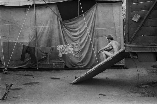 Сушка одежды, ок. 1987. Фотограф Ляля Кузнецова