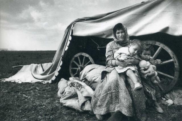 Из серии «Цыгане», Уральск, 1979. Фотограф Ляля Кузнецова