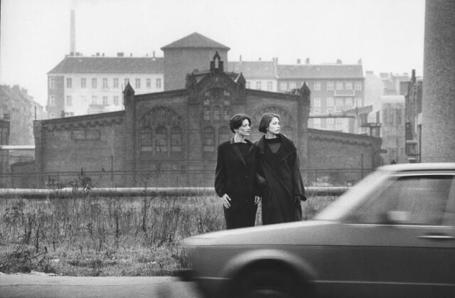 Биргит и Ута, Восточный Берлин, 1984 год. Фотограф Сибилла Бергеман
