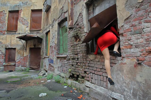 Загадка в красном платье. Фотограф Александр Петросян