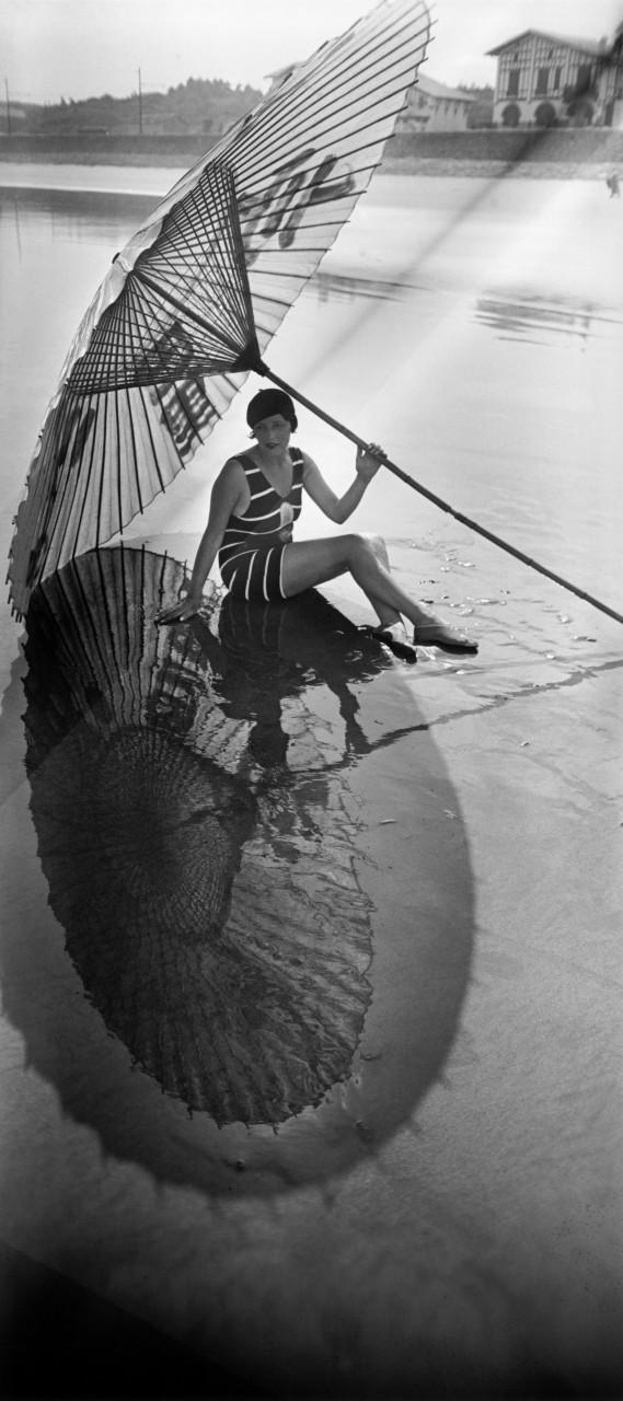 Тень и отражение, Андай, 1927. Фотограф Жак Анри Лартиг