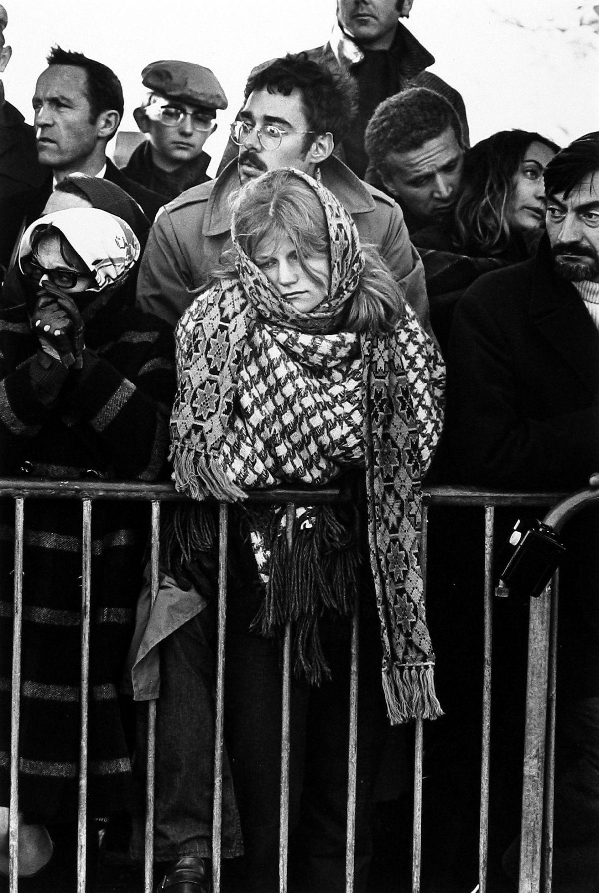 Похороны Шарля де Голля. Коломбе-ле-Дёз-Эглиз, Франция, 1970. Фотограф Мартина Франк