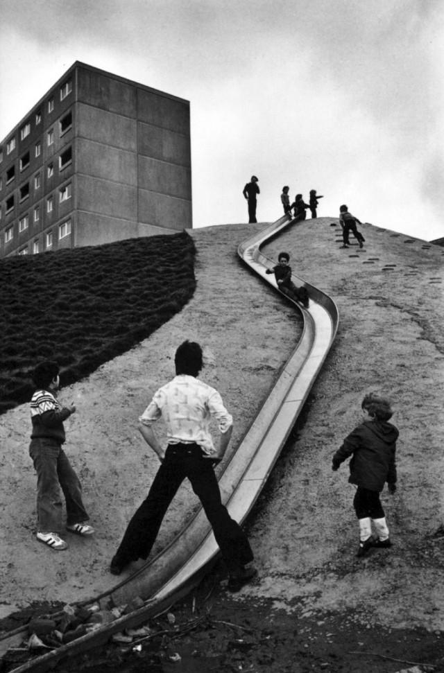 Играющие дети. Ньюкасл-апон-Тайн, Великобритания, 1977. Фотограф Мартина Франк