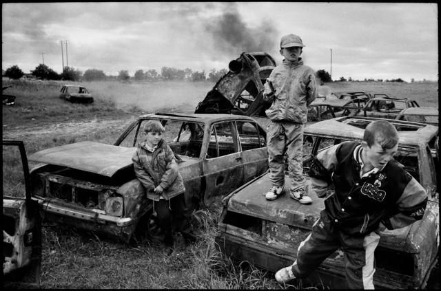 Кладбище угнанных автомобилей. Дублин, Ирландия, 1993. Фотограф Мартина Франк